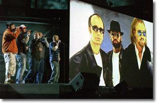 Gli 'N sync durante il tributo ai Bee Gees
