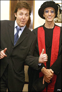 Paul Mc Cartney and Robin after the degree ceremony