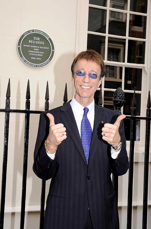 Robin a Westminster e la targa per i Bee Gees